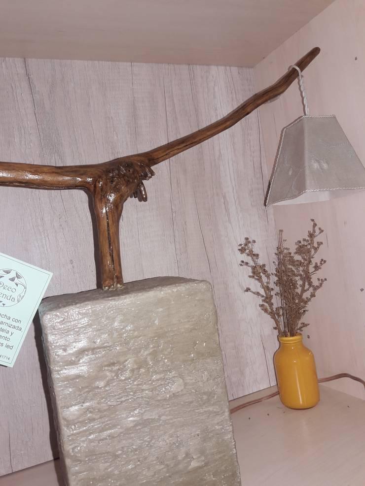 Lámpara de mesa: Hogar de estilo  por DecoTienda