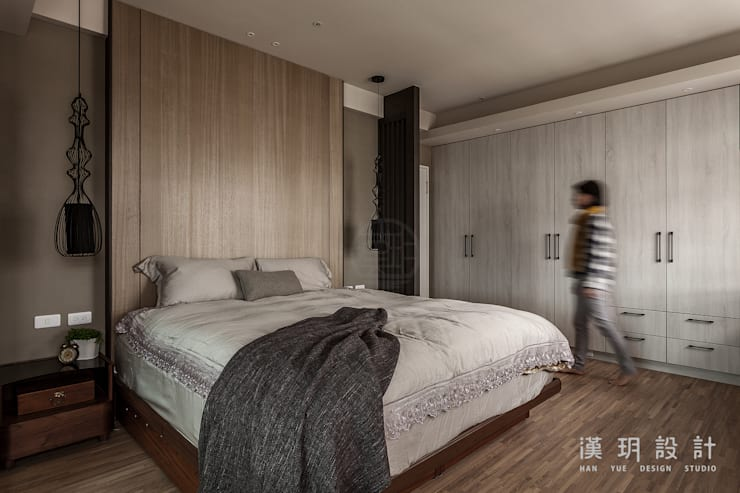 沉穩大方的臥室:  臥室 by 漢玥室內設計