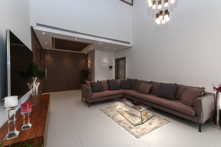 Come abbinare un divano idee colore e esempi abbinamenti for Divano blu colore pareti