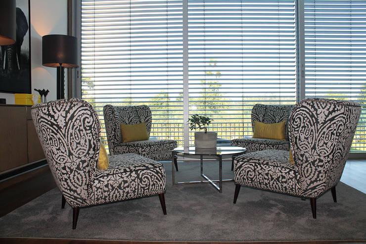 Sala de estar: Sala de estar  por Conceicao Lopes