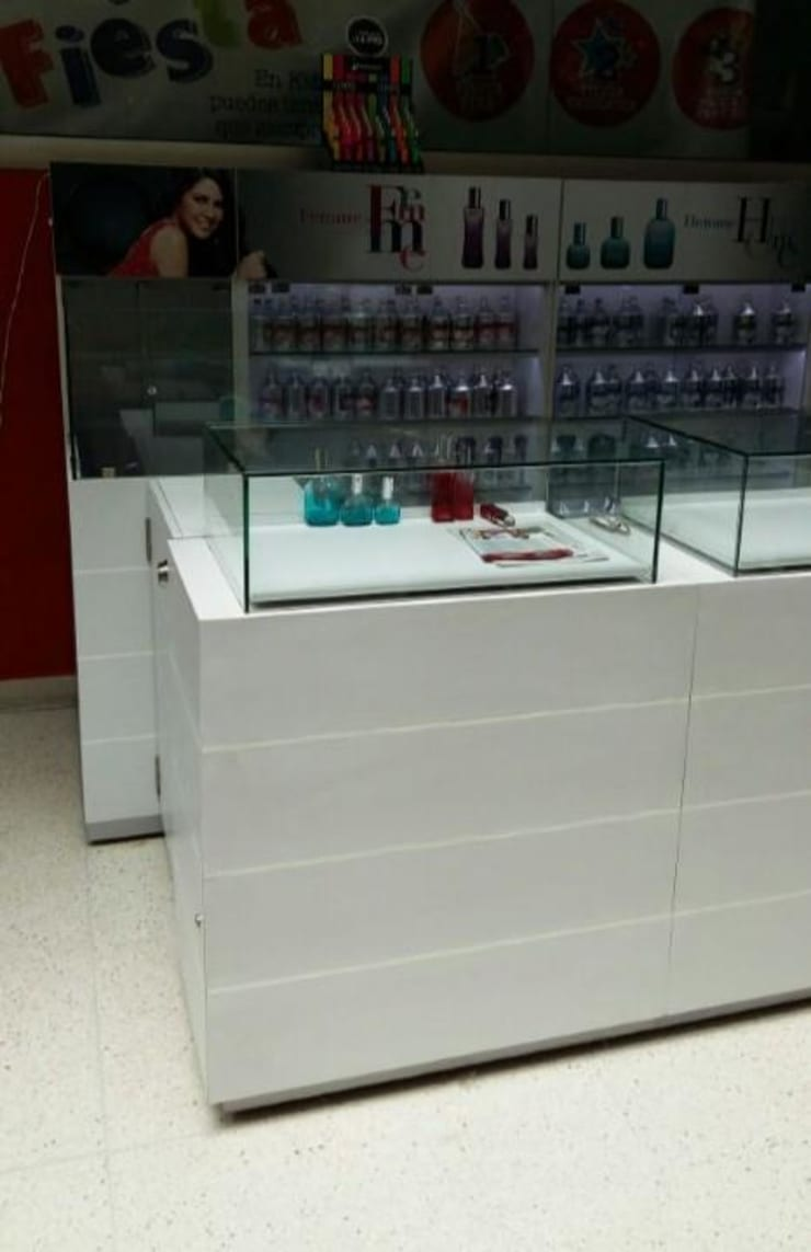 Perfumes Factory:  de estilo  por QBICUS SAS, Moderno Madera Acabado en madera