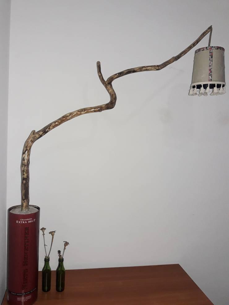 Lámpara de mesa. : Oficinas y locales comerciales de estilo  por DecoTienda,