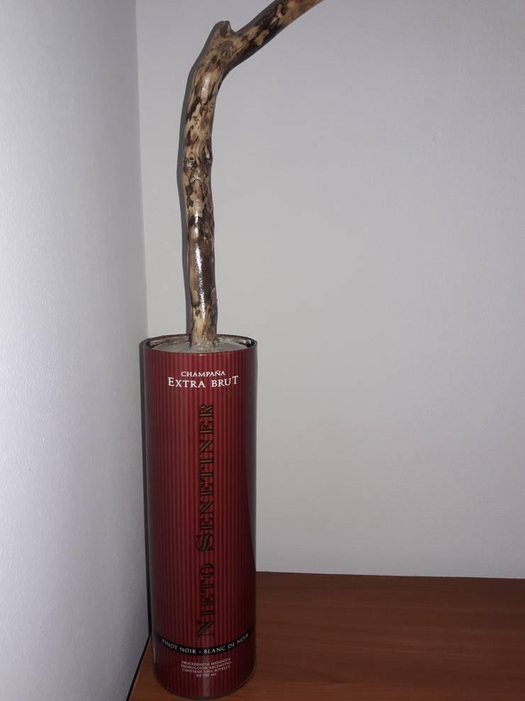 Lámpara de mesa: Oficinas y locales comerciales de estilo  por DecoTienda,
