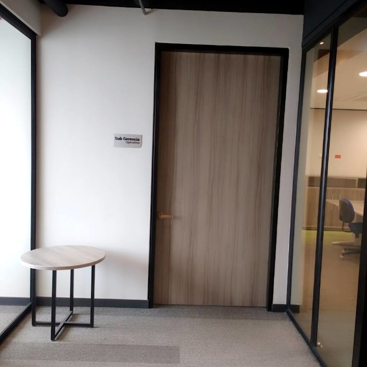 Puertas Fincomercio:  de estilo  por QBICUS SAS, Moderno