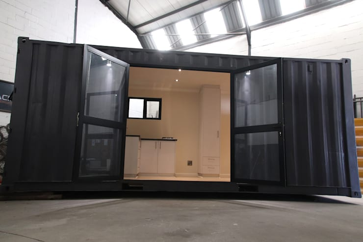 Bachelor container home:  Houses by ContainaTech