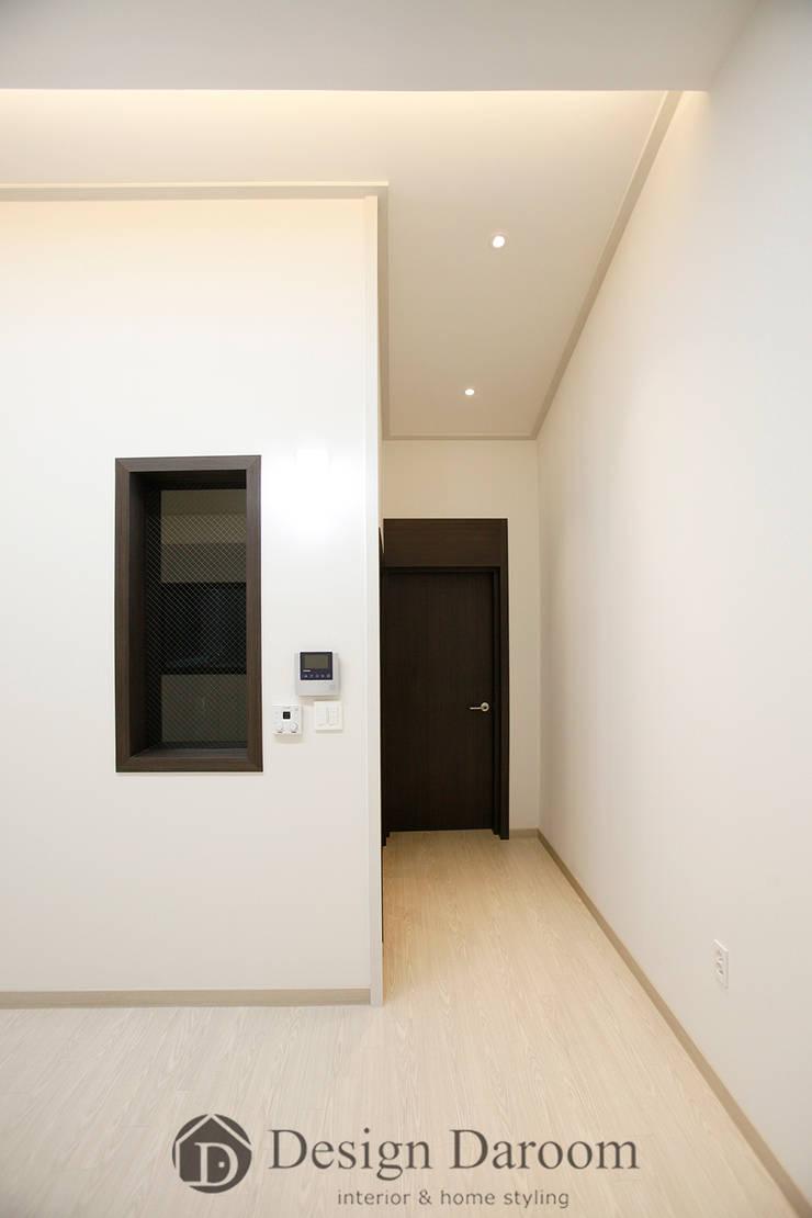 용인 신축 전원주택 A동 30py - 거실: Design Daroom 디자인다룸의  복도 & 현관,