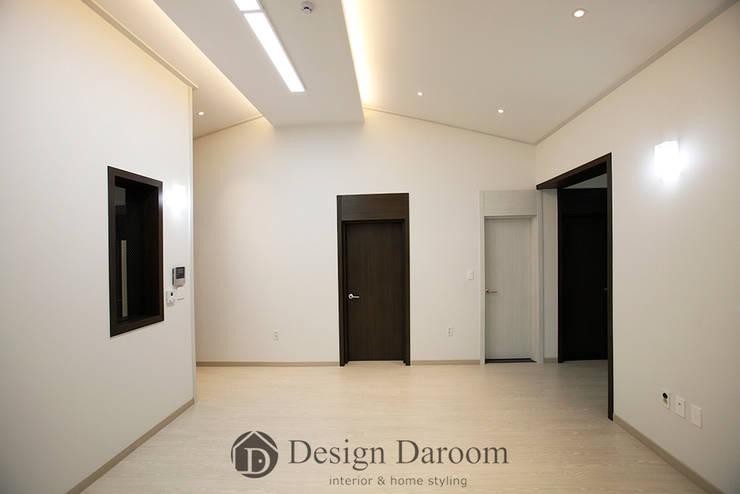 용인 신축 전원주택 A동 30py - 거실: Design Daroom 디자인다룸의  거실,