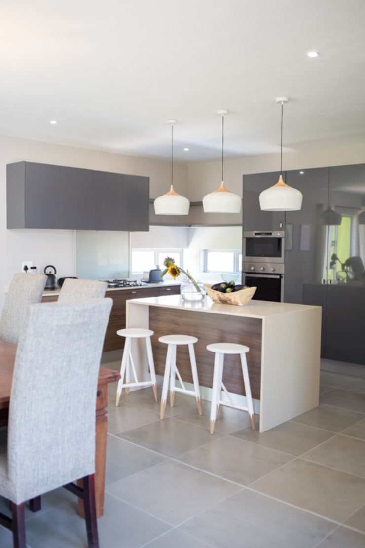 Bikki Wes Estate:  Kitchen by Cecilia Architects CC