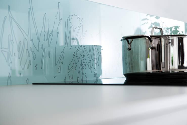 de estilo  por Schmidt Küchen, Moderno Vidrio