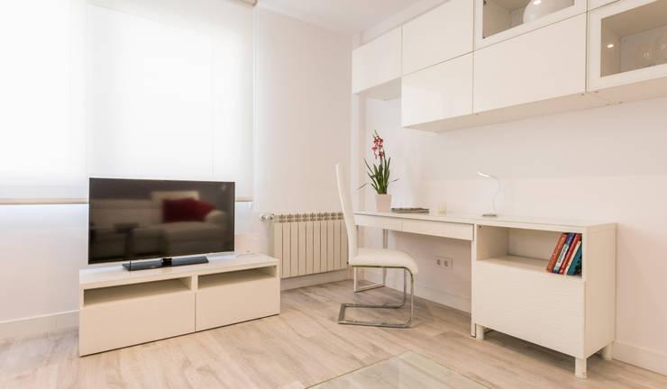Media room by Simetrika Rehabilitación Integral, Modern