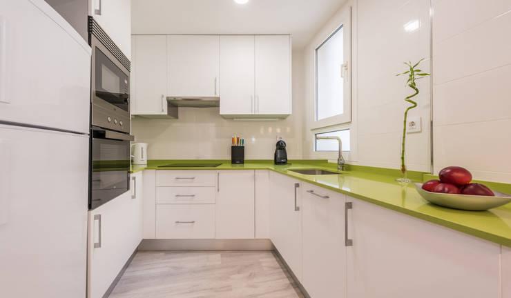 Kitchen by Simetrika Rehabilitación Integral, Modern