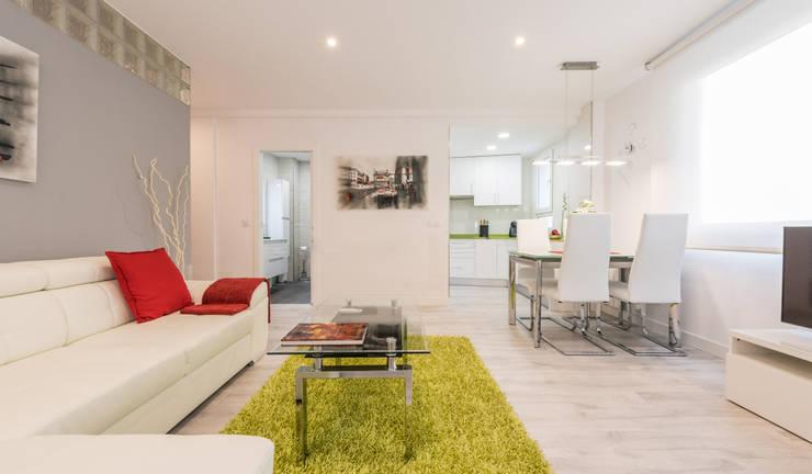 Living room by Simetrika Rehabilitación Integral, Modern