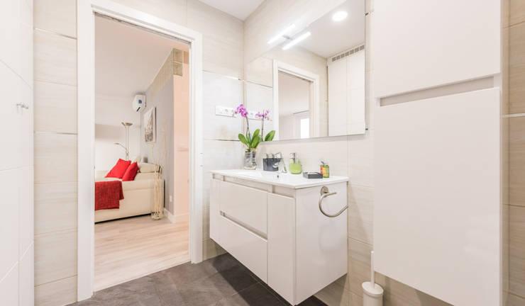 Bathroom by Simetrika Rehabilitación Integral, Modern