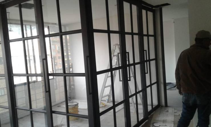Apartamento Usaquén de CASA DINAMICA | Arquitectos de Interiores | Bogotá Moderno Hierro/Acero
