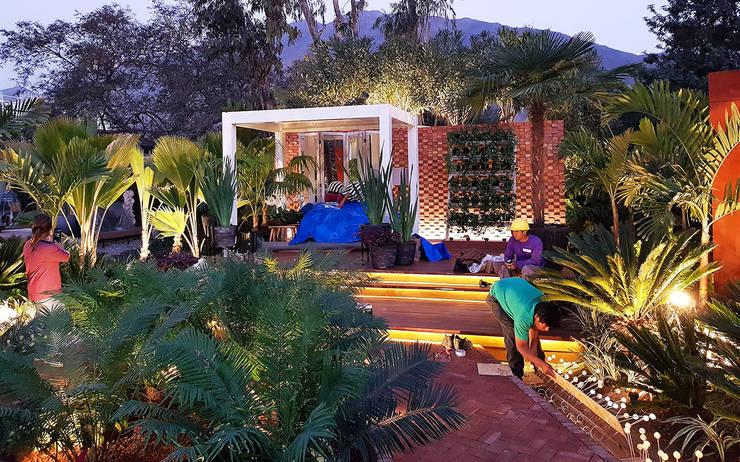 CASACOR 2017: Jardines de estilo  por Marcia Lenz Paisajismo