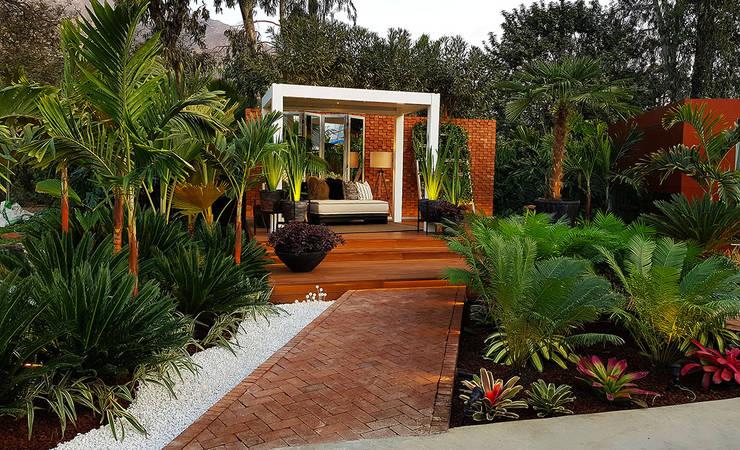 Jardines de estilo  por Marcia Lenz Paisajismo