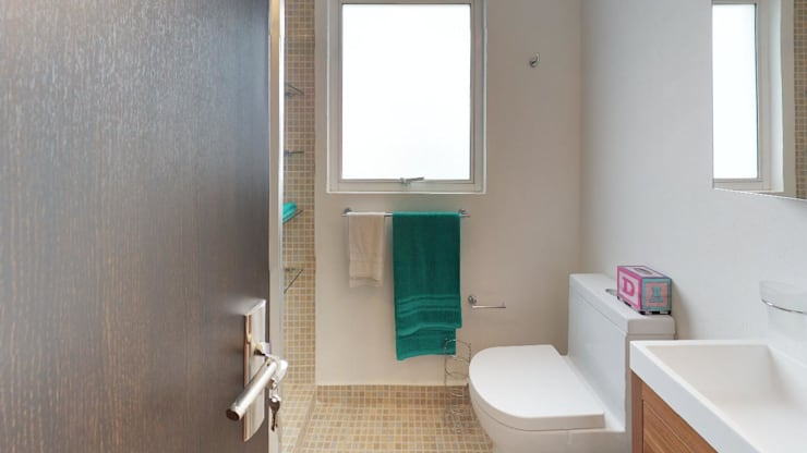 Bathroom by Bienes Raices Gaia
