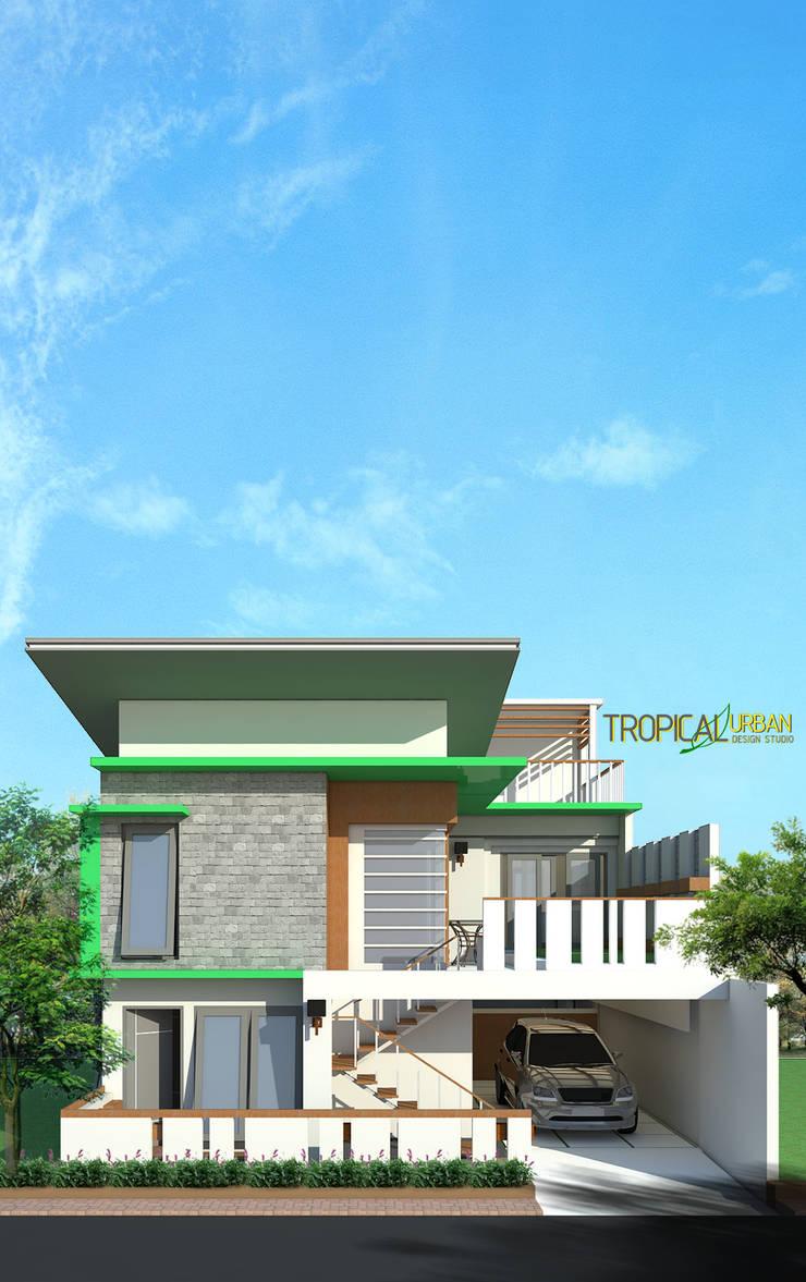 Rumah pak Gilang:   by Tropical Urban Design Studio