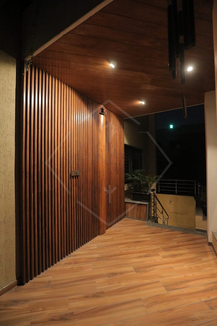 HMC - HIS MASTERS CHOICE :  Front doors by SPACCE INTERIORS