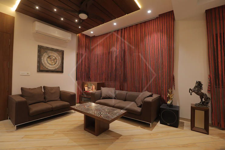HMC—HIS MASTERS CHOICE :  Living room by SPACCE INTERIORS