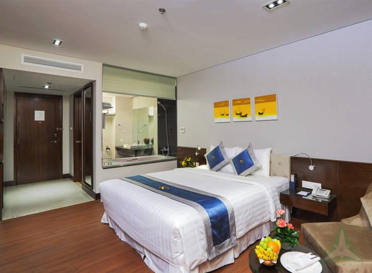 CENTRAL HOTEL SỐ 39-39A NGUYỄN TRUNG TRỰC, BẾN THÀNH, QUẬN 1:  Phòng ngủ by CÔNG TY TNHH SXTM DV & TRANG TRÍ NỘI THẤT VĂN NAM