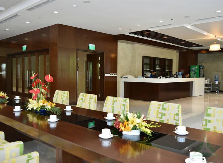 CENTRAL HOTEL SỐ 39-39A NGUYỄN TRUNG TRỰC, BẾN THÀNH, QUẬN 1:  Phòng ăn by VAN NAM FURNITURE & INTERIOR DECORATION CO., LTD.