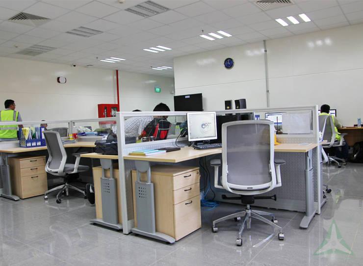 NHÀ MÁY AMWAY MỚI TẠI BÌNH DƯƠNG:  Văn phòng & cửa hàng by VAN NAM FURNITURE & INTERIOR DECORATION CO., LTD.