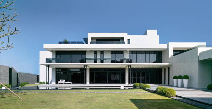 Rumah pedesaan oleh HJF建築室內設計  Ho Jia-fu Interior Design Co., Ltd., Modern Marmer