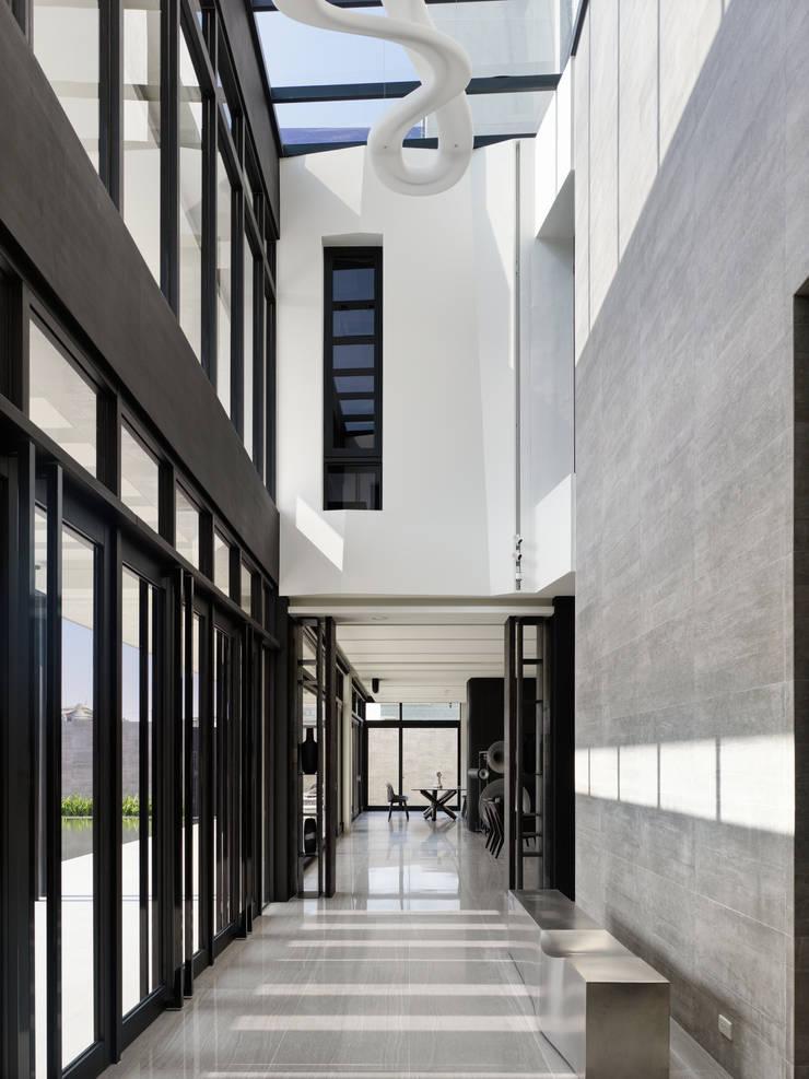 Koridor dan lorong oleh HJF建築室內設計  Ho Jia-fu Interior Design Co., Ltd., Modern Marmer