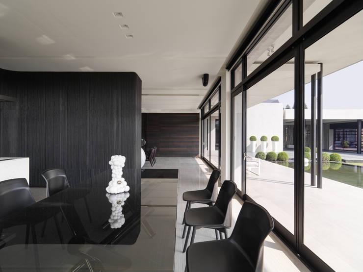 Ruang Makan oleh HJF建築室內設計  Ho Jia-fu Interior Design Co., Ltd., Modern Parket Multicolored