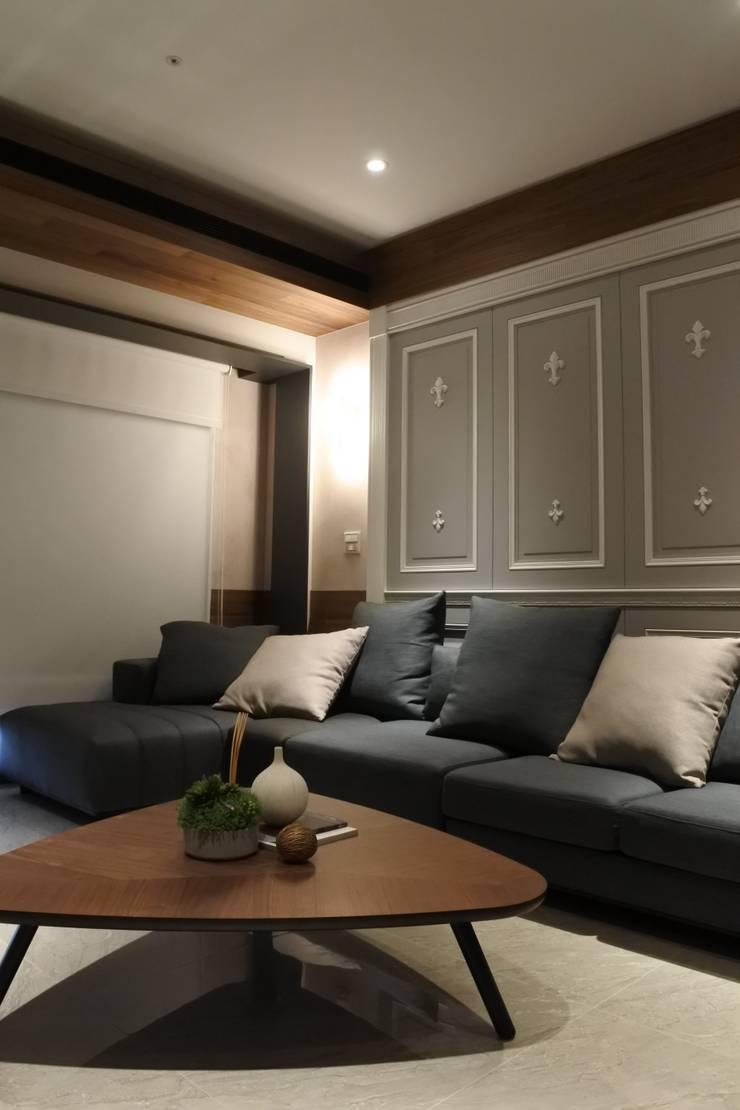 永和潘邸:  客廳 by 16.A.DesignCrew