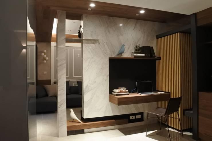 永和潘邸:  書房/辦公室 by 16.A.DesignCrew