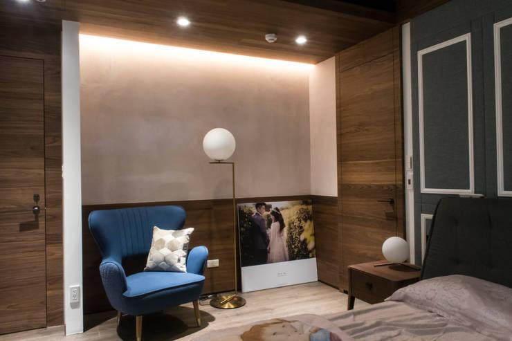 永和潘邸:  臥室 by 16.A.DesignCrew