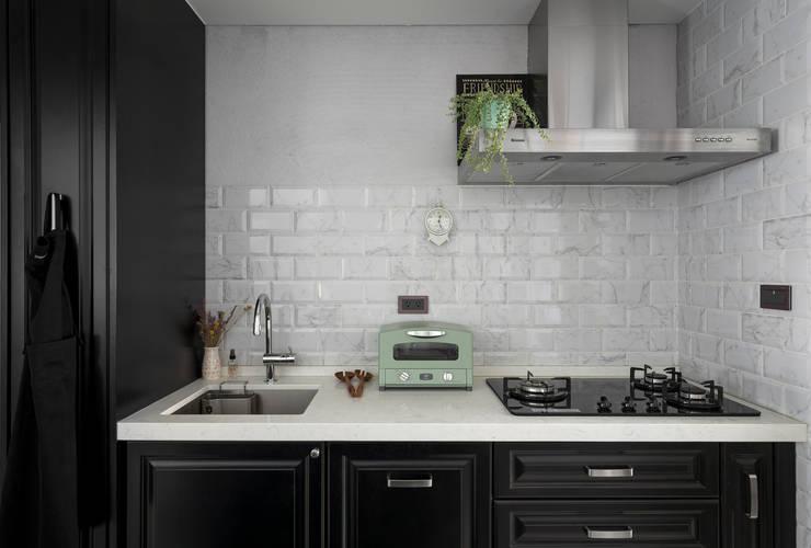 桃園 戴邸:  廚房 by 16.A.DesignCrew