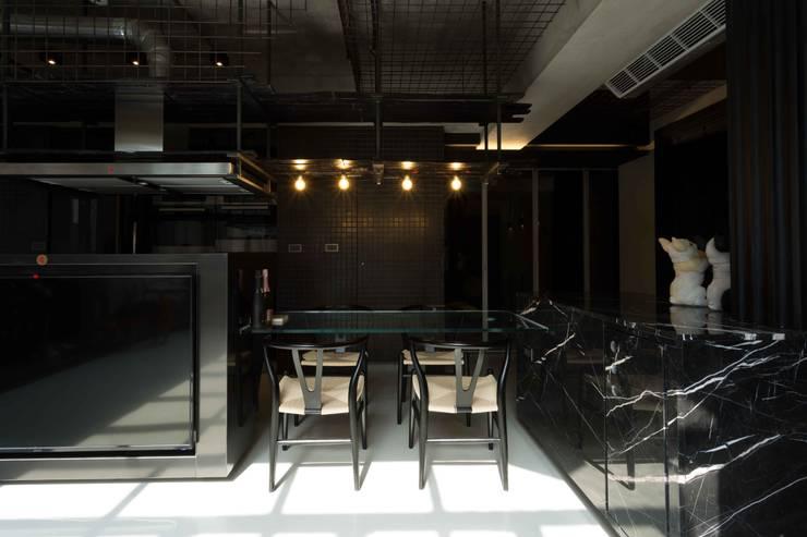桃園 陳邸:  餐廳 by 16.A.DesignCrew