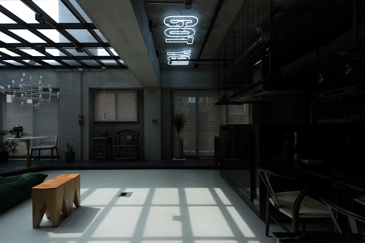 桃園 陳邸:  客廳 by 16.A.DesignCrew