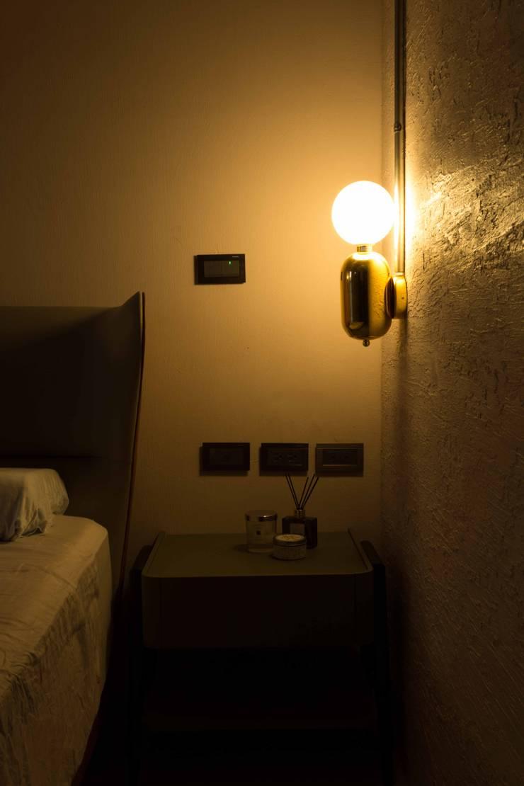桃園 陳邸:  臥室 by 16.A.DesignCrew
