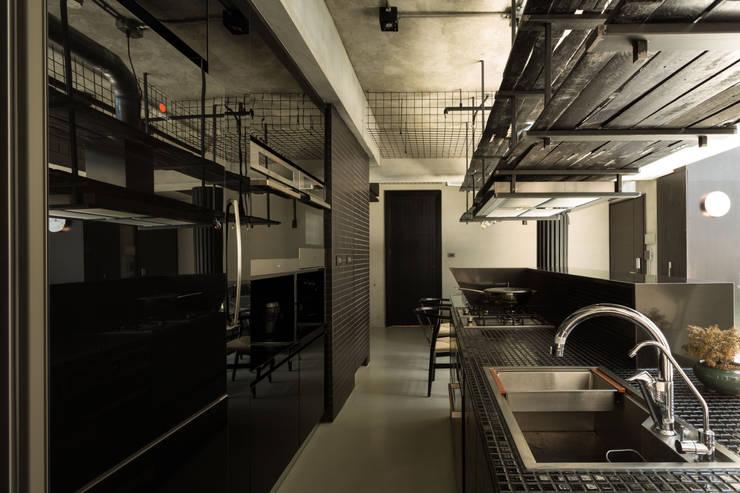 桃園 陳邸:  廚房 by 16.A.DesignCrew