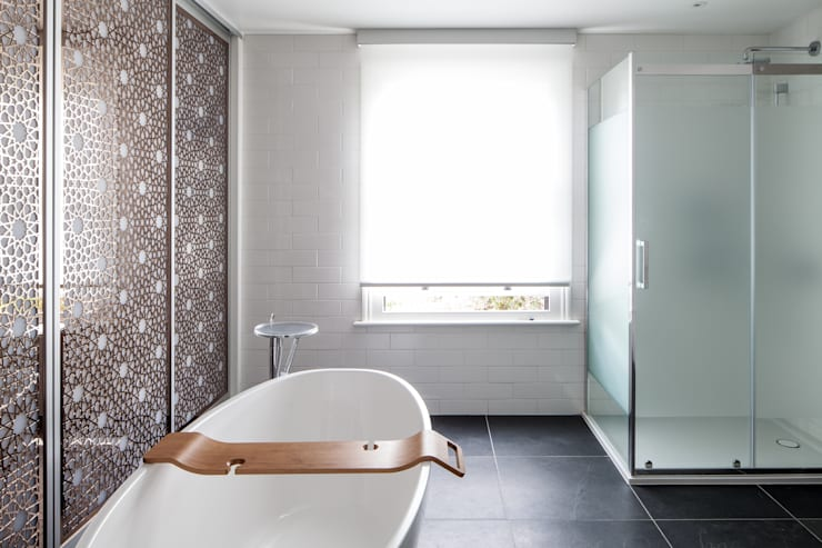 Bathroom:  Bathroom by Red Squirrel Architects Ltd