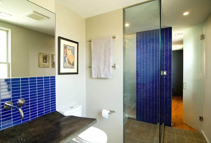 D Street: modern Bathroom by KUBE Architecture