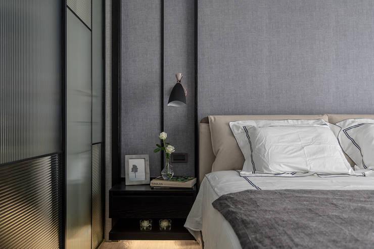 主臥:  臥室 by 柏爾室內設計事務所