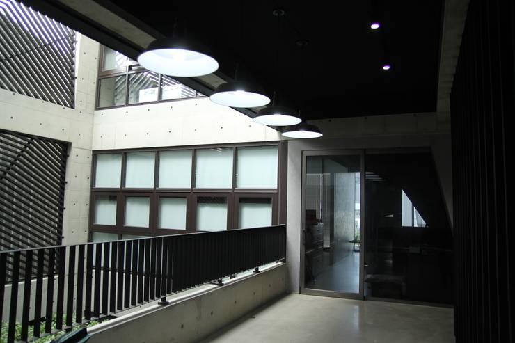 樓梯間-1:   by 鵝牌氣密窗-台中直營店