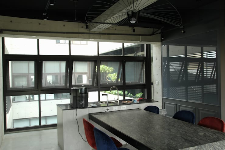 辦公室外推窗:   by 鵝牌氣密窗-台中直營店