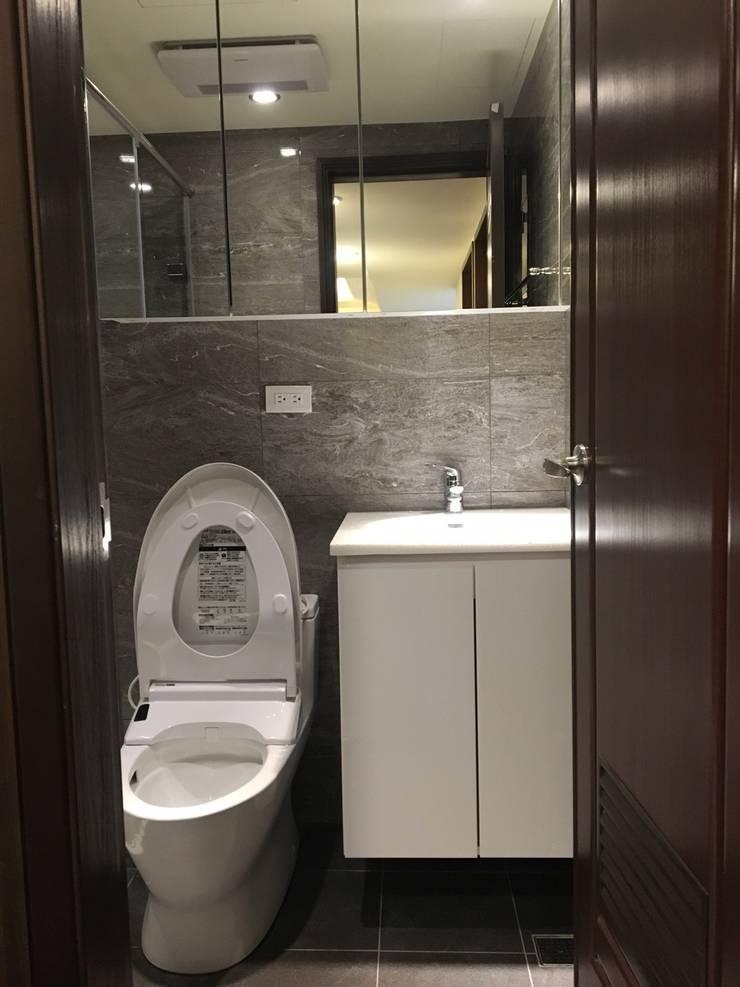 南京西路廚房浴室翻新案:  浴室 by 捷士空間設計(省錢裝潢)
