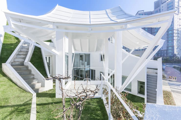 Flying House(Pilot's House): IROJE KIMHYOMAN의  정원