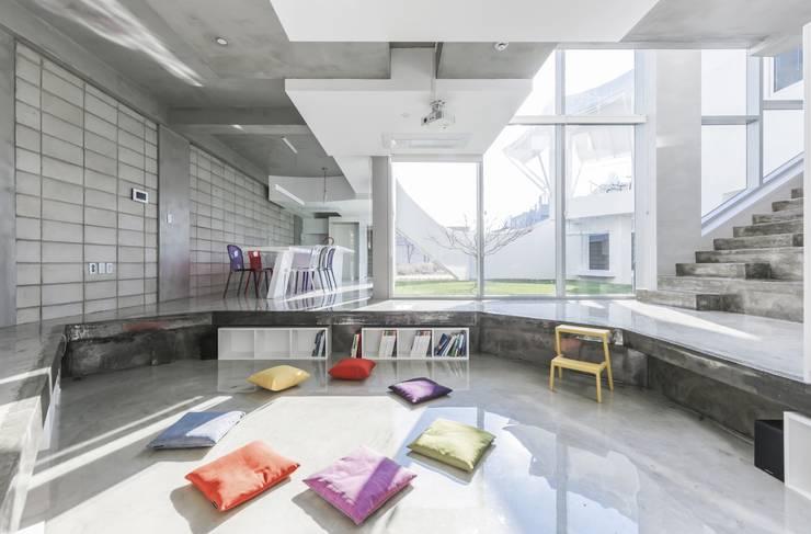 Projekty,  Salon zaprojektowane przez IROJE KIMHYOMAN