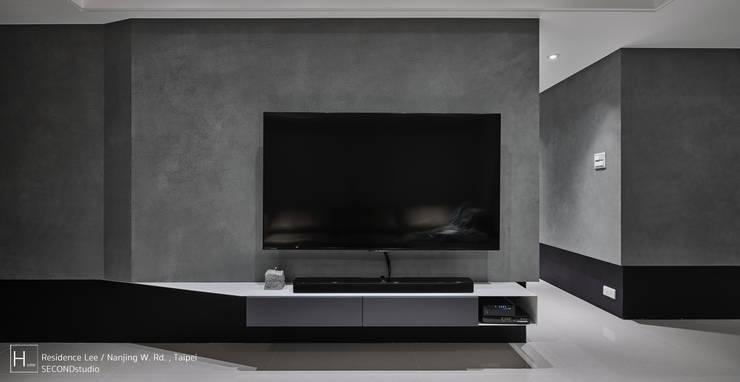 電視牆1:  客廳 by SECONDstudio