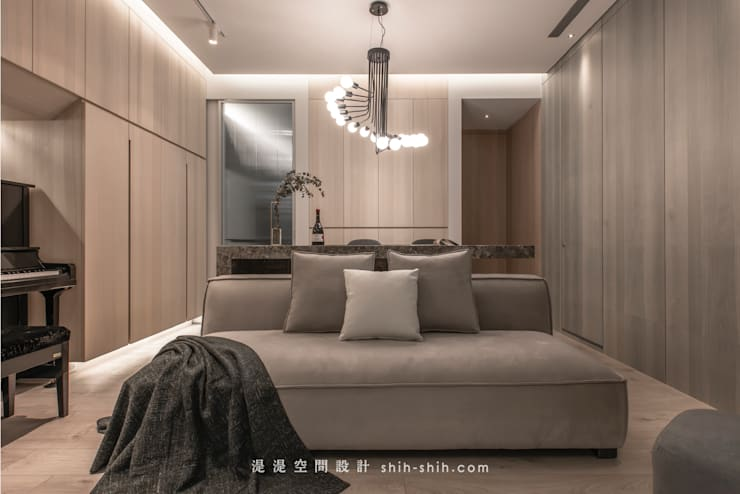 living room / dining area:  客廳 by 湜湜空間設計