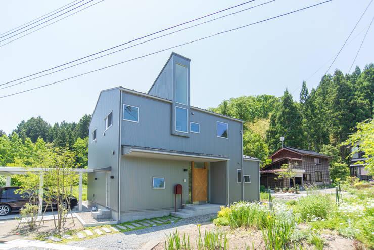 土間キッチンの家 house_in_nishiyama: タイラ ヤスヒロ建築設計事務所/taira yasuhiro architect & associatesが手掛けた木造住宅です。