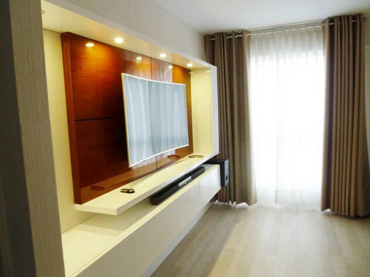 Mueble tv: Dormitorios de estilo  por DIS.OLIVER QUIJANO,